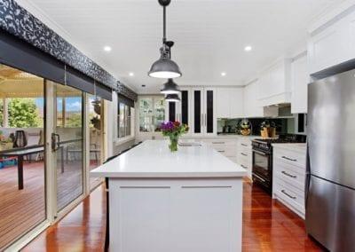 Classic black and white Hamptons kitchen island bench Narellan Vale