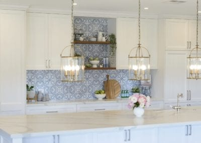 Light antique luxury kitchen Kirkham pendant lights