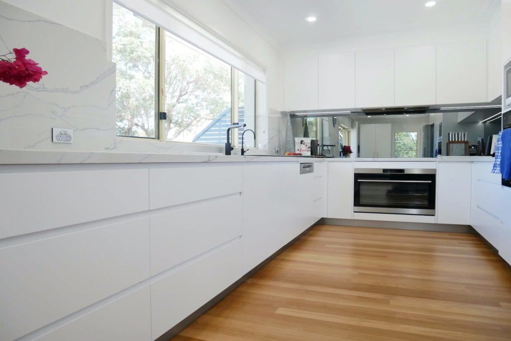 Streamlined glamour kitchen Blakehurst uses streamlined shark nose poly drawers in Dulux Lexicon quarter strength