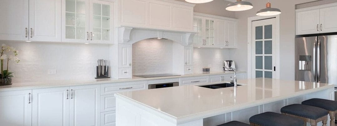 Traditional Design Meets Contemporary Style in the Hamptons Kitchens of 2020