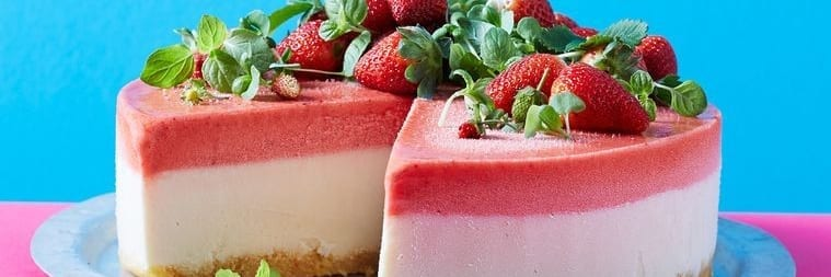 No-Churn Strawberry Frozen Yoghurt Cake